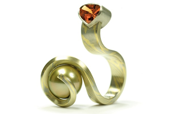 Mandarin Ring: 18k green gold/950 palladium mokeme gane, Mandarin garnet, Tahitian pearl, natural yellow diamond